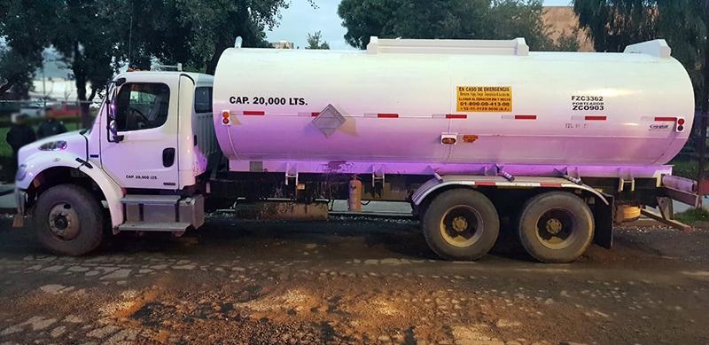 Caen dos presuntos huachicoleros con 20 mil litros de combustible
