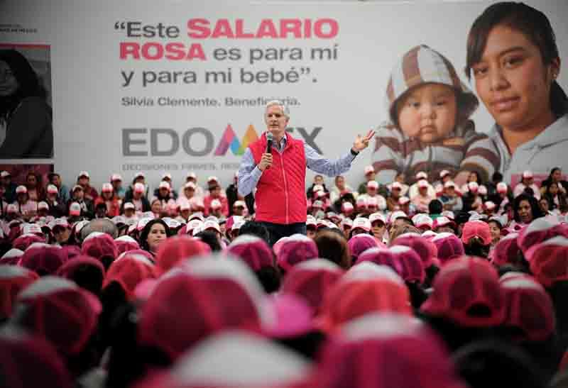 "Llevan tarjetas de ""Salario Rosa"" a Zinacantepec"