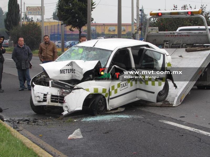 Fallece pareja tras choque a bordo de taxi
