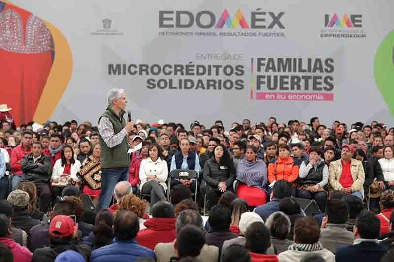 Entregan 6 mil microcréditos en Edoméx
