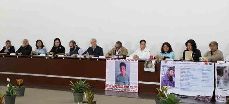Se reúne gobernador con familiares de desaparecidos