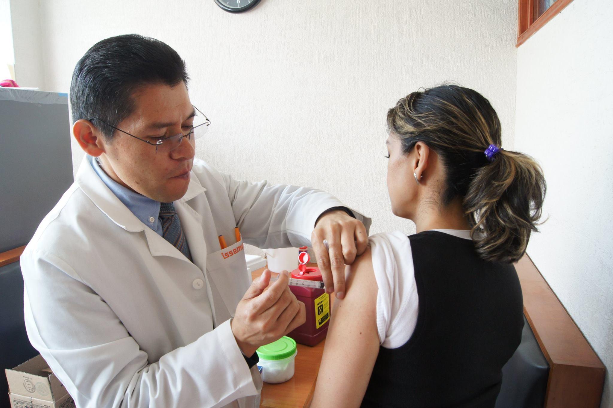 Recomiendan especialistas aplicarse vacuna de influenza por inicio de temporada invernal