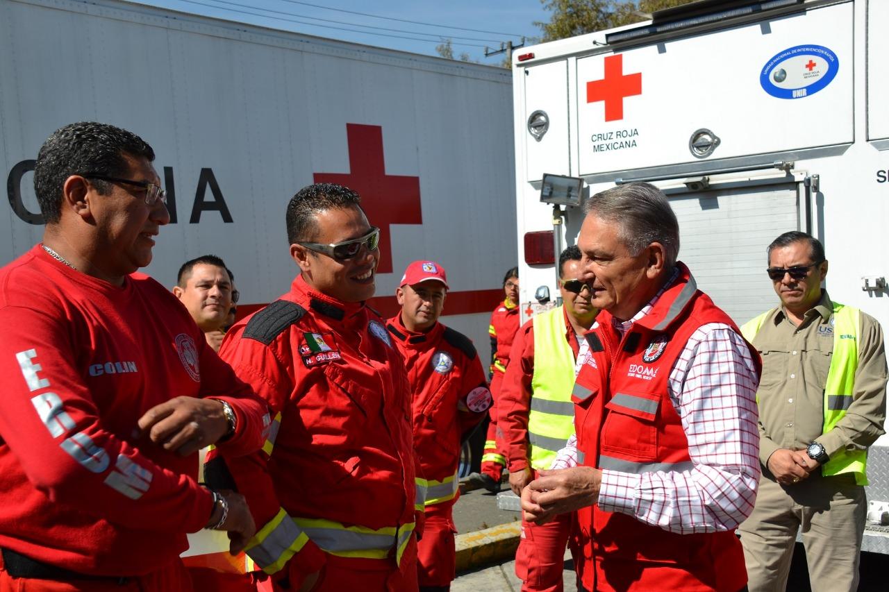 Entrega titular de Protección Civil estatal acreditación a la Cruz Roja