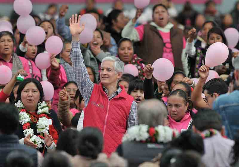 "Llevan tarjetas de ""Salario Rosa"" a mujeres de 66 municipios mexiquenses"