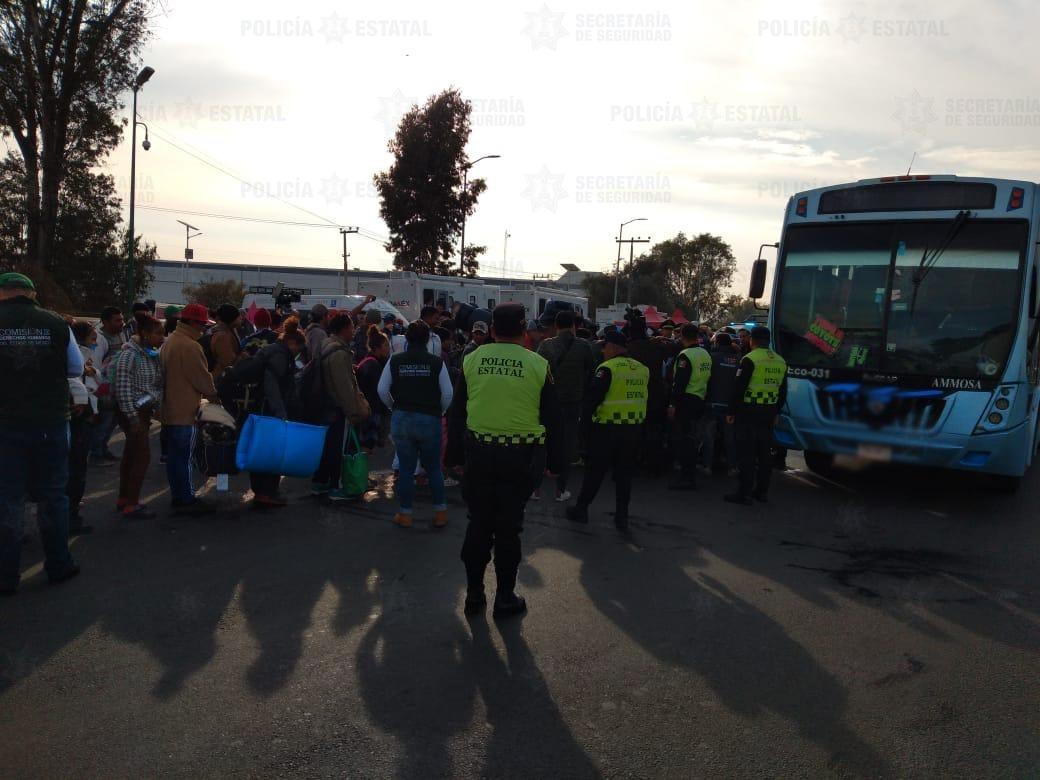 """Policías estatales brindan apoyo a los migrantes de la caravana """"Pueblos sin fronteras"""""""