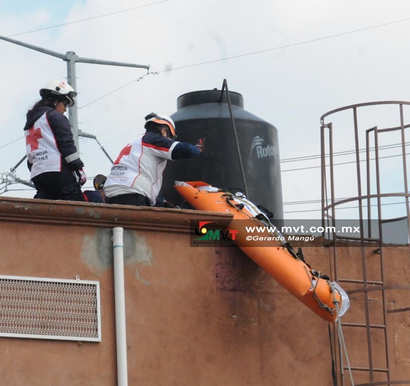 Se electrocuta joven mientras pintaba en la Avenida Heriberto Enríquez
