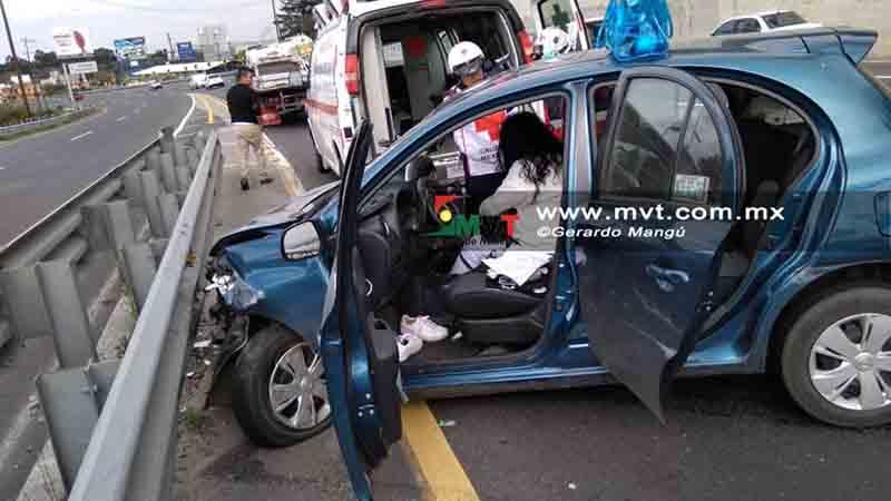 Resulta lesionada conductora tras choque en la México-Toluca