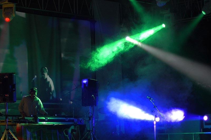Intentan frenar consumo de alcohol entre menores en eventos de música electrónica