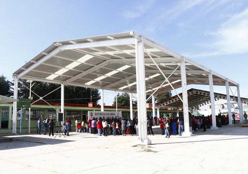 Estrena escuela de San Pablo Autopan dos techumbres