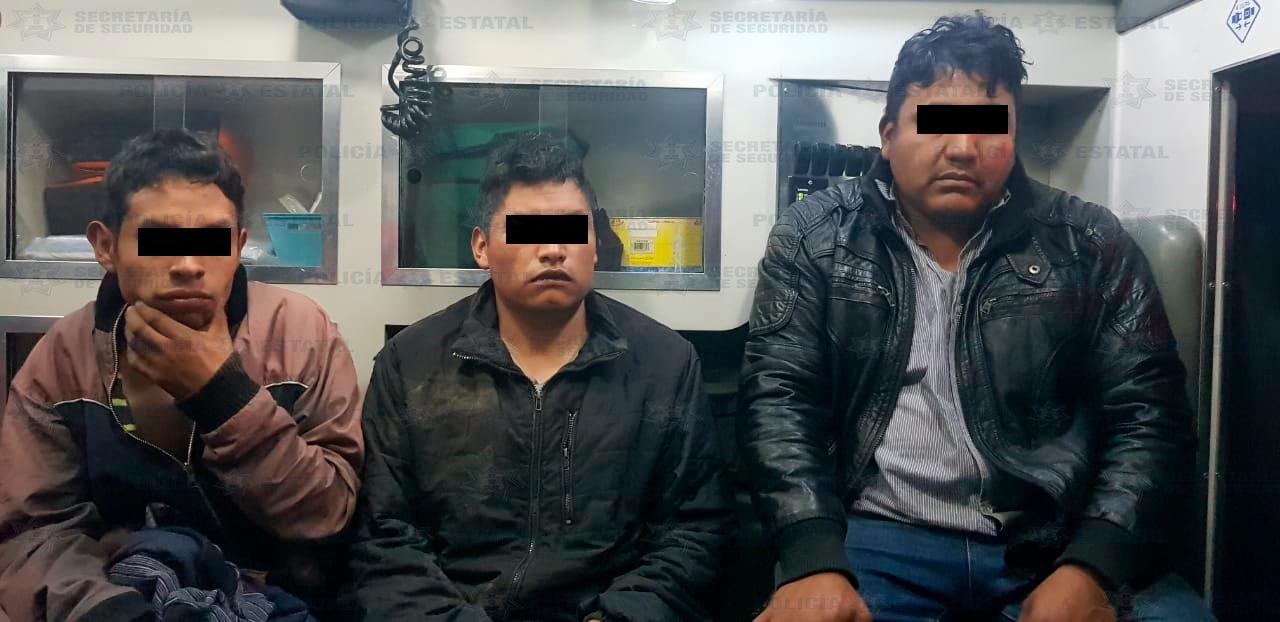 Policías estatales rescatan a presuntos asaltantes de ser linchados