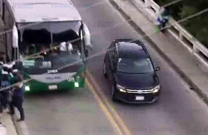 Detienen a policías guerrerenses a bordo de camioneta robada en el sur del Edoméx