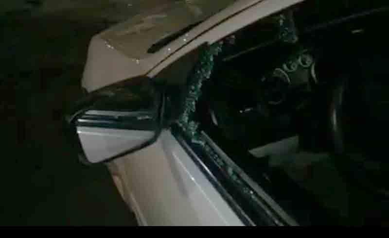 Roban y vandalizan automóviles afuera de centro de espectáculos en Zinacantepec