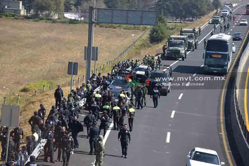 Enfrentamiento entre huachicoleros y autoridades en Toluca