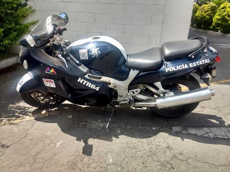 Policía estatal entra al baño y le roban veloz motocicleta en Toluca