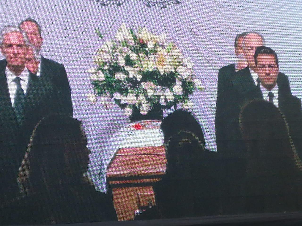 Despiden con honores a Del Mazo González en Palacio de Gobierno