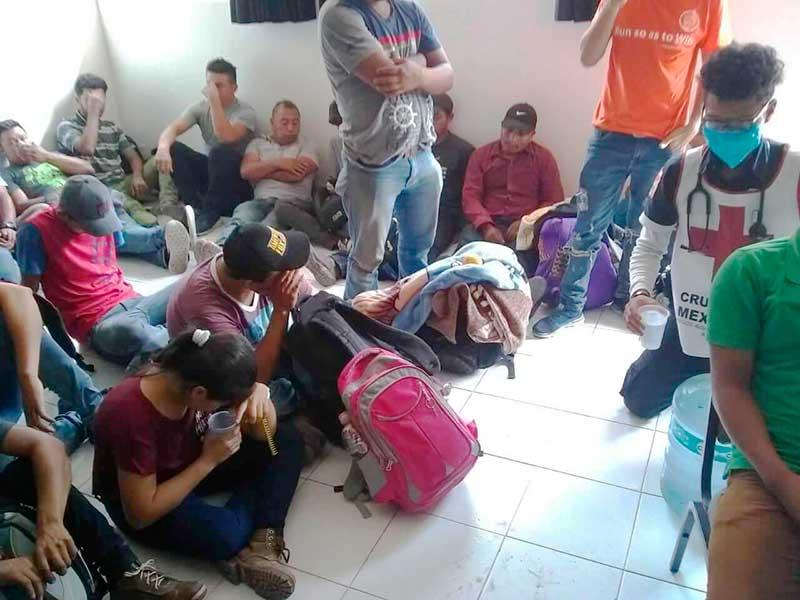Cruz Roja de Ecatepec atiende a migrantes rescatados en condiciones extremas de hacinamiento e insalubridad
