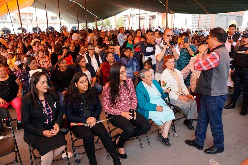 Luis Maya Doro festeja a las mamás almoloyenses en su día
