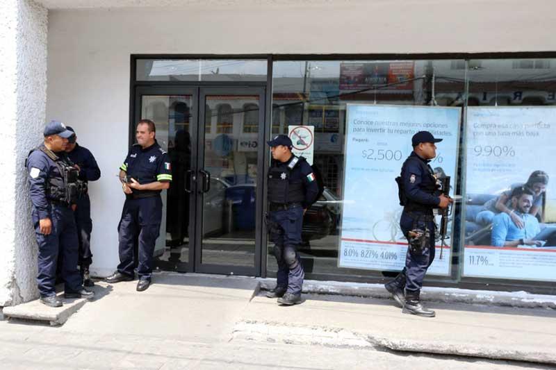 Asaltan el banco Banamex de Pilares, en Metepec