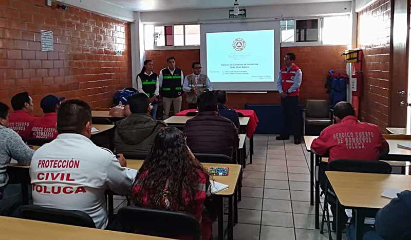 """Asisten elementos de Protección Civil y Bomberos de Toluca al taller """"Sistema de Comando de Incidentes"""""""