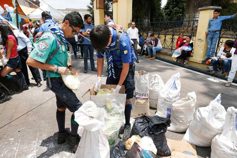 Universitarias colectan cascarón de huevo para sanear el río Lerma