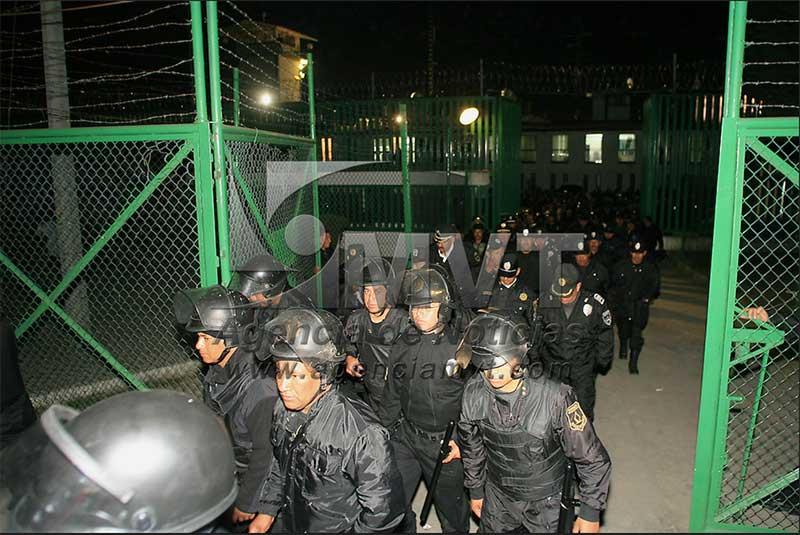 Decomisan droga y objetos prohibidos en el penal de Santiaguito (Almoloya)