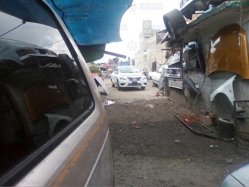 Localizan taxi robado en taller de Mexicaltzingo, hay 4 detenidos