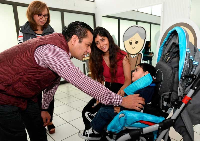 DIFEM entrega anualmente más de 400 ayudas especiales a personas con discapacidad
