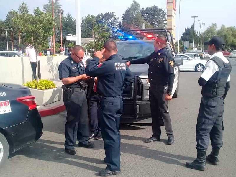 Evacuan a clientes de Galerías Toluca por presunto artefacto explosivo