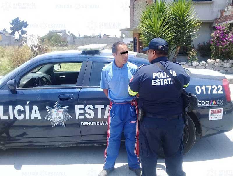 Policías detienen a sujeto que golpeó a su esposa hasta dejarla inconsciente en San Pablo Autopan