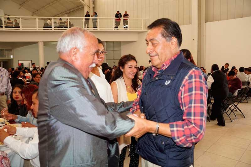 Luis Maya Doro celebra a los maestros de Almoloya de Juárez