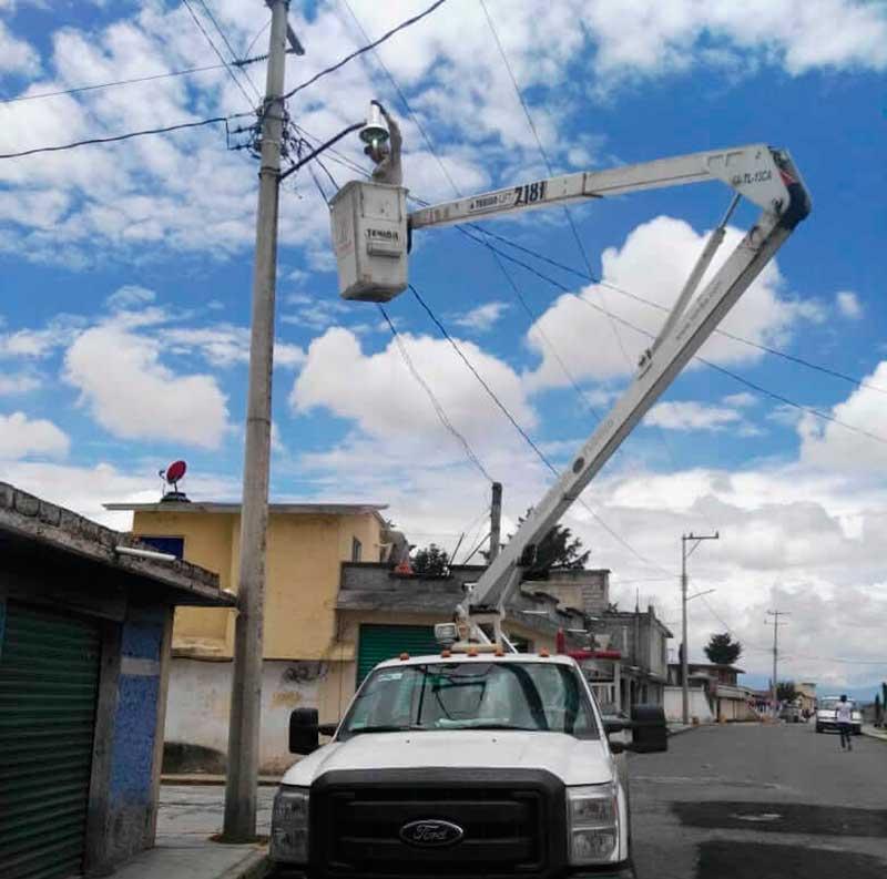 Rehabilitación del alumbrado público favorece la seguridad en Toluca