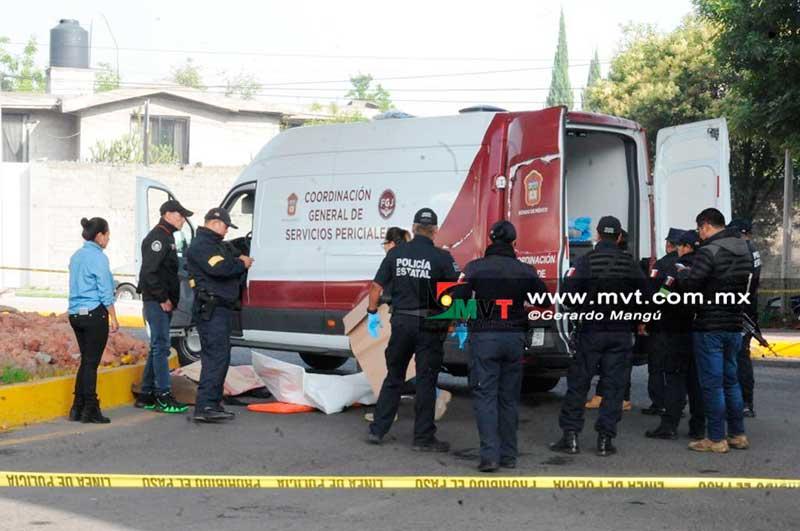 Aparece otro cadáver envuelto en cobijas bajo un puente vehicular de Toluca