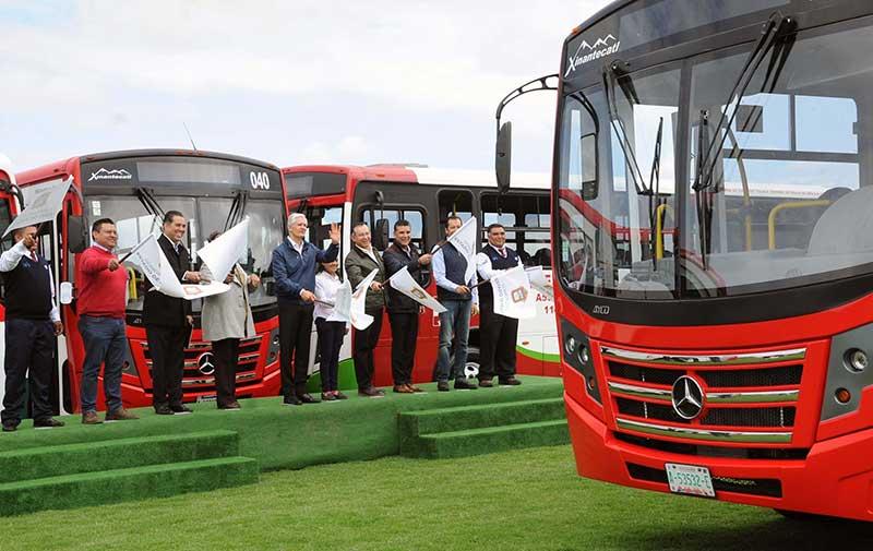 Dan banderazo a 50 camiones del Valle de Toluca equipados con sistemas de seguridad