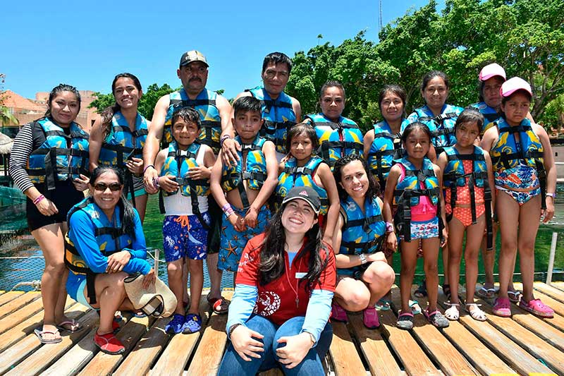 Niños con cáncer cumplen su deseo de conocer el mar de Cancún