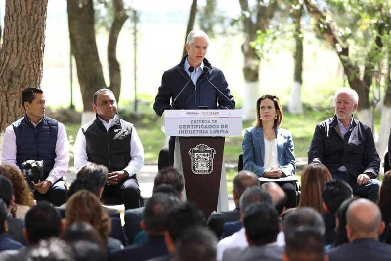 Reconoce Alfredo del Mazo a empresas que impulsan el cuidado al medio ambiente