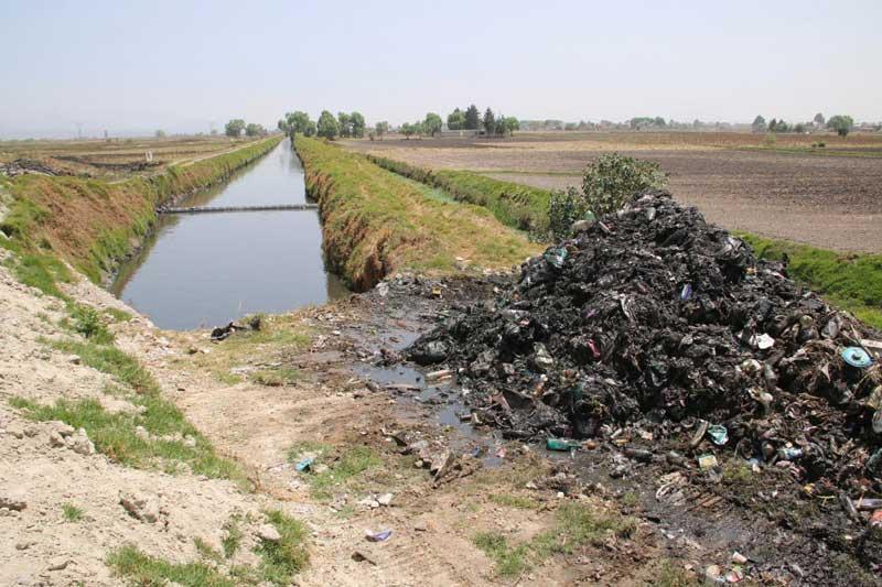 Agua y Saneamiento de Toluca realiza desazolve de drenajes y canales