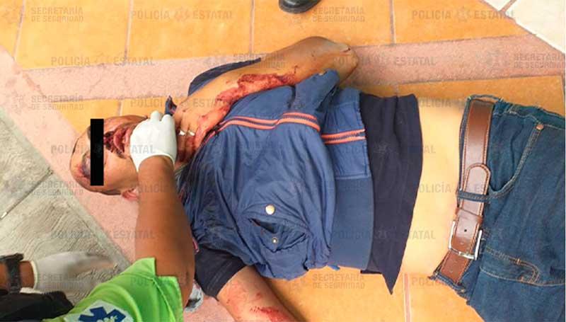 Se roba una moto en Geovillas de la Independencia, en la huida derrapa; policías lo salvan de ser linchado