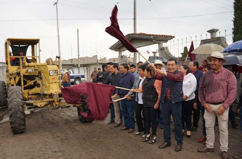 Luis Maya Doro comienza pavimentación de calle en San Isidro El Reservado