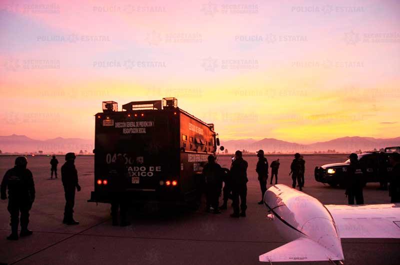 Agentes estatales trasladan a dos líderes de la Unión Tepito a un penal de alta seguridad