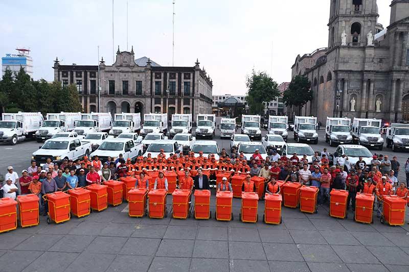 Suma Toluca 33 unidades al parque vehicular de servicios públicos