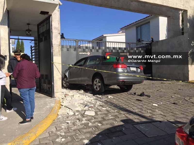Chocan contra fraccionamiento en Metepec, ella muere, el muy grave