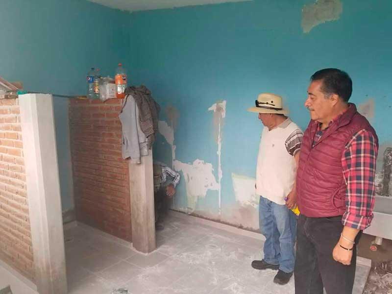 Luis Maya Doro cumple un compromiso más; culmina la construcción de módulos sanitarios