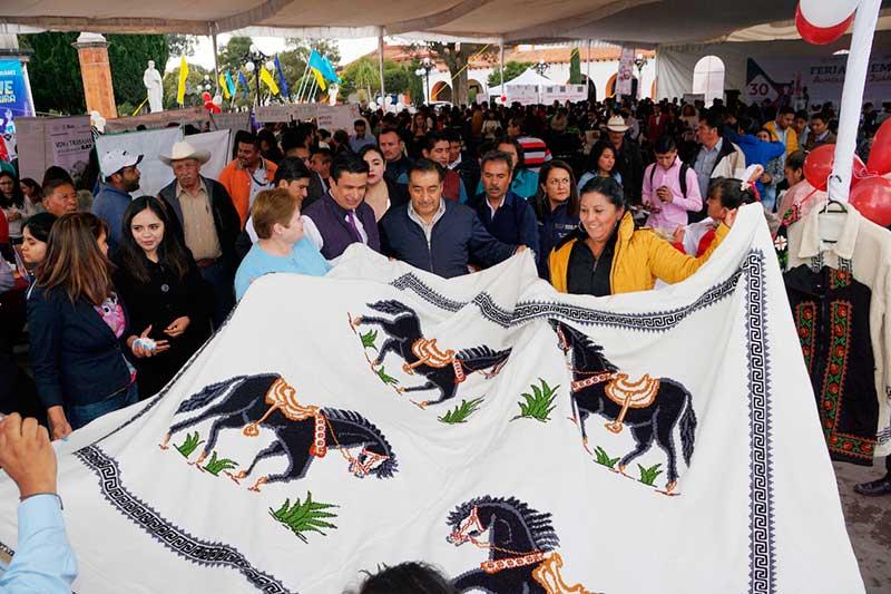 Más de 40 empresas ofertan 300 vacantes en la primera Feria del Empleo Almoloya de Juárez 2019