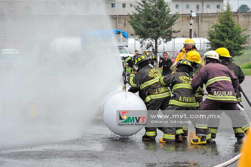 Bomberos se capacitan en emergencias originadas por gas