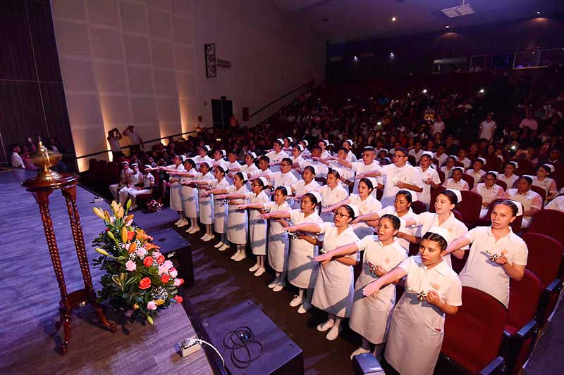 Se gradúan 36 enfermeras de la Cruz Roja