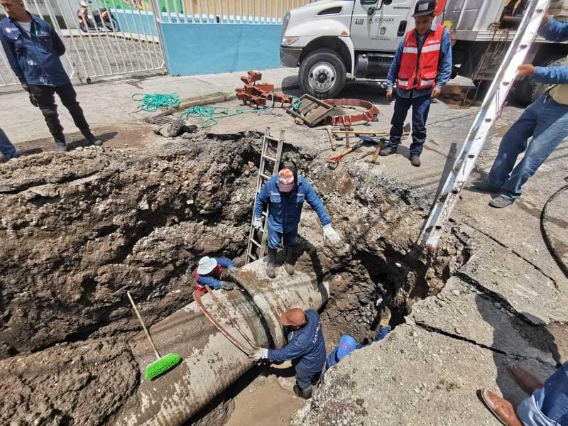 Agua y Saneamiento de Toluca y Caem reparan ducto del sistema Cutzamala que afecta suministro