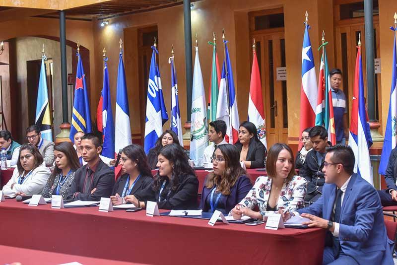 Estudiantes debaten bajo modelo de la ONU en el INESLE