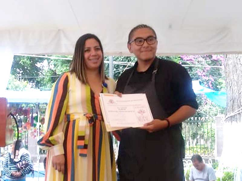 Estudiante de UAEM ganó Concurso de Mixología