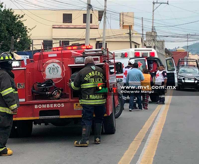 Pintores se intoxican dentro de una pipa y son rescatados vivos en Capultitlán