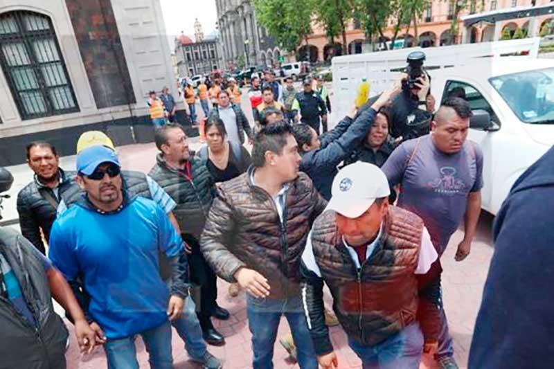 Tres verificadores de Toluca son dados de baja por agresión a fotoperiodistas